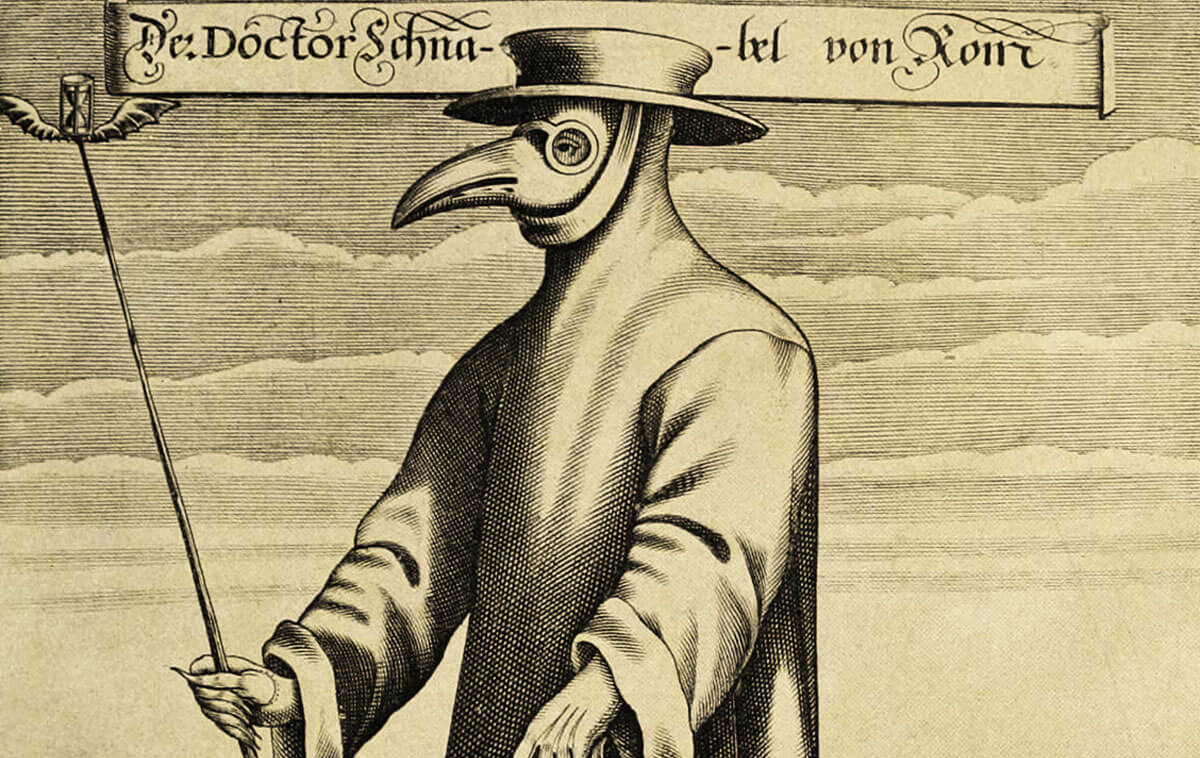 In der Frühen Neuzeit trugen Pest-Doktoren schnabelähnliche Masken, die mit Kräutermischungen zur Filterung der Atemluft befüllt waren.